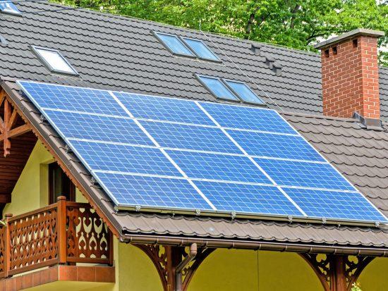 Drie belangrijke tips voor het plaatsen van zonnepanelen op een plat dak