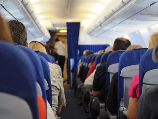 6 dingen die je niet moet doen op het vliegveld of in het vliegtuig