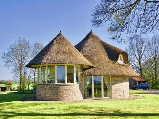 Waar moet je op letten bij een rieten dak?