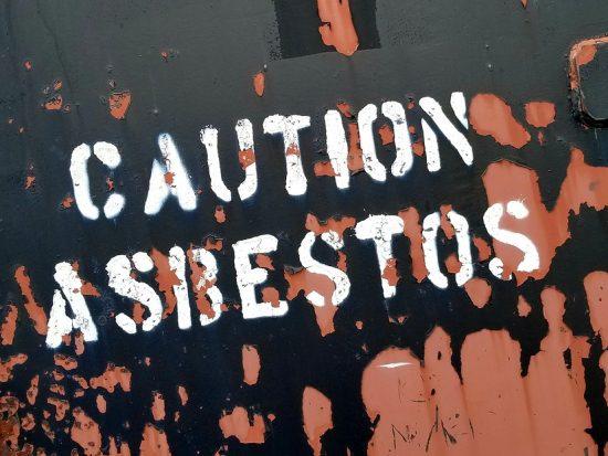 Moet asbest verplicht verwijdert worden?